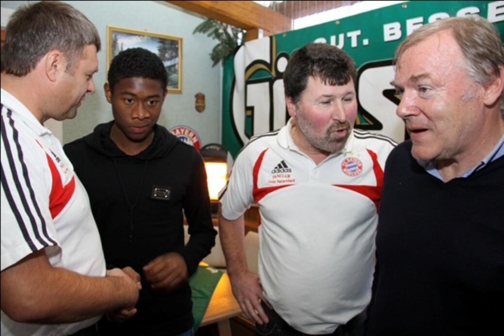 David Alaba und Hermann Gerland zu Besuch beim Fanclub Hausruckviertel