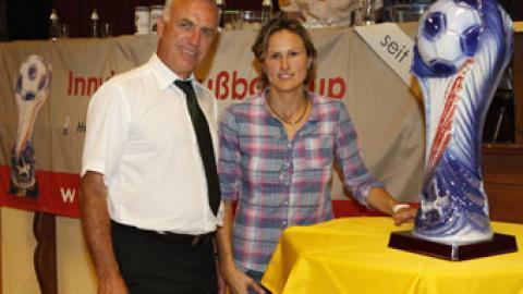 """National- und FCB Spielerin """"Nina Aigner"""" bei der Cup-Auslosung in Antiesenhofen"""