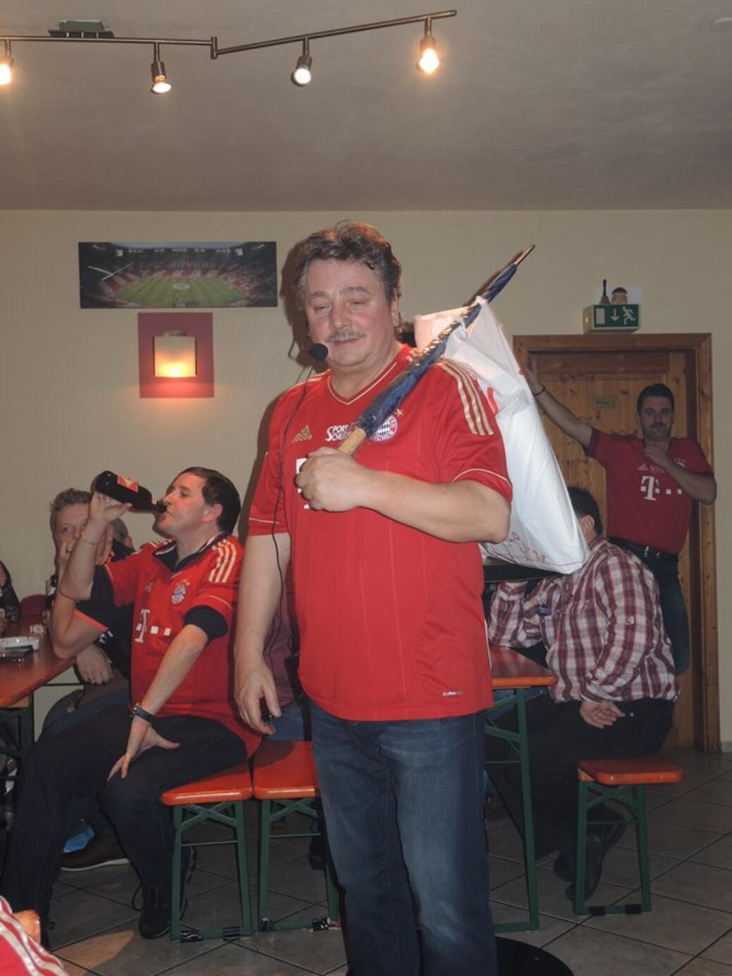 Christbaumversteigerung beim Fanclub Seehaus