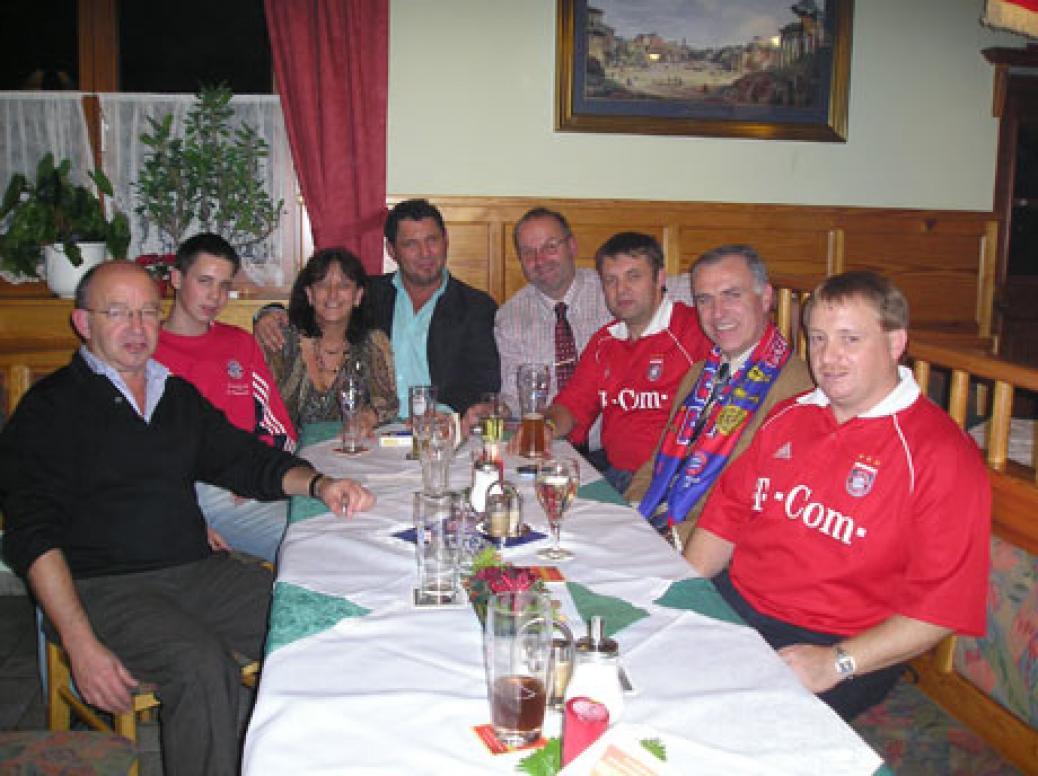 """Weihnachtsbesuch von FCB-Vorstandsmitglied """"Karl Hopfner"""""""