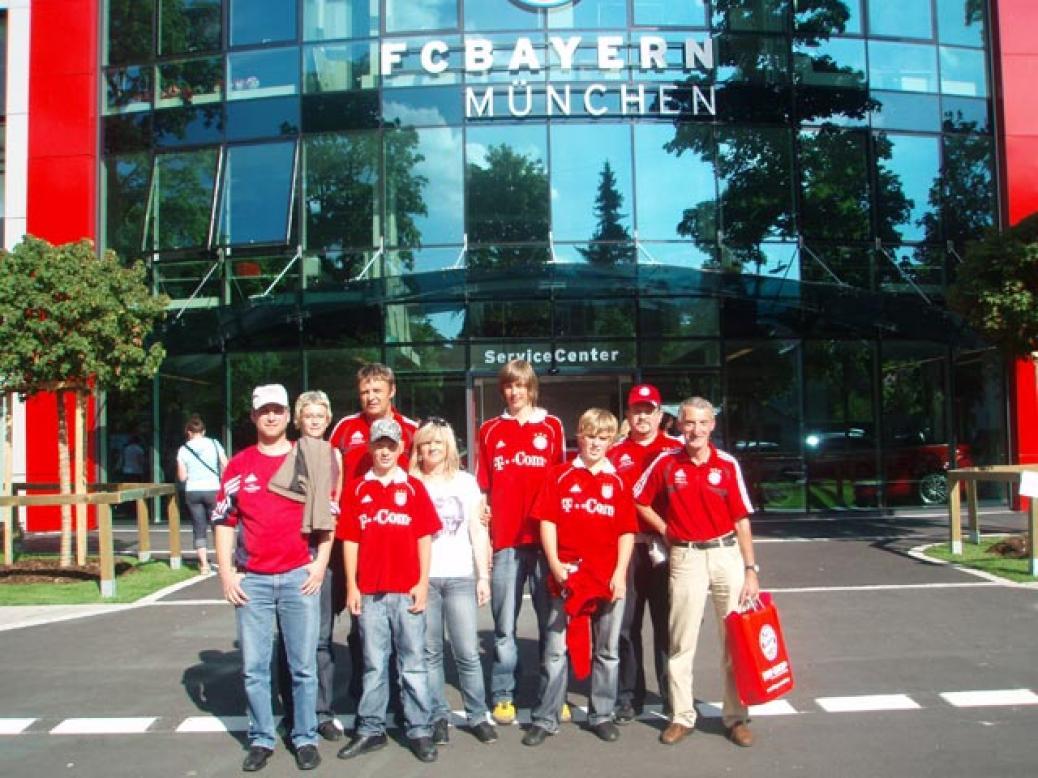 Fanclubmitglieder besuchen Training an der Säbener Straße
