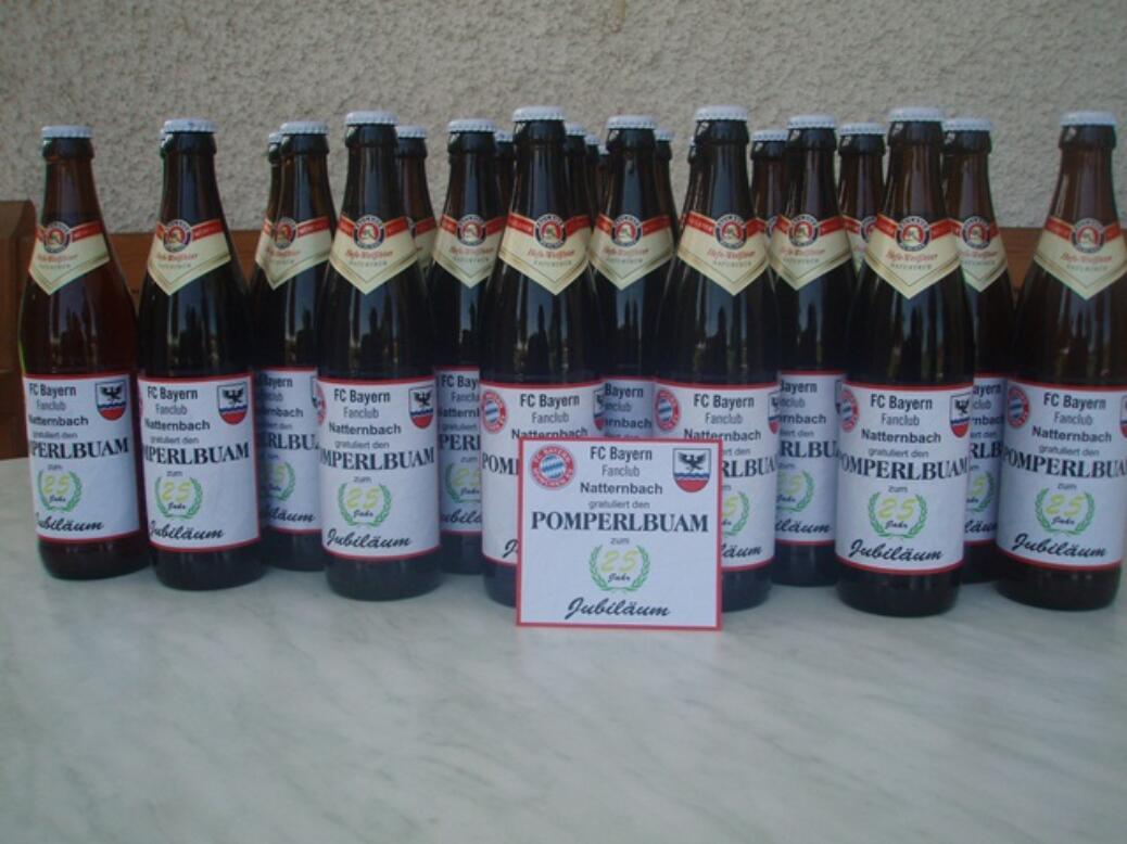 Der Fanclub gratuliert den Pomperlbuam zum 25-Jahr-Jubliäum