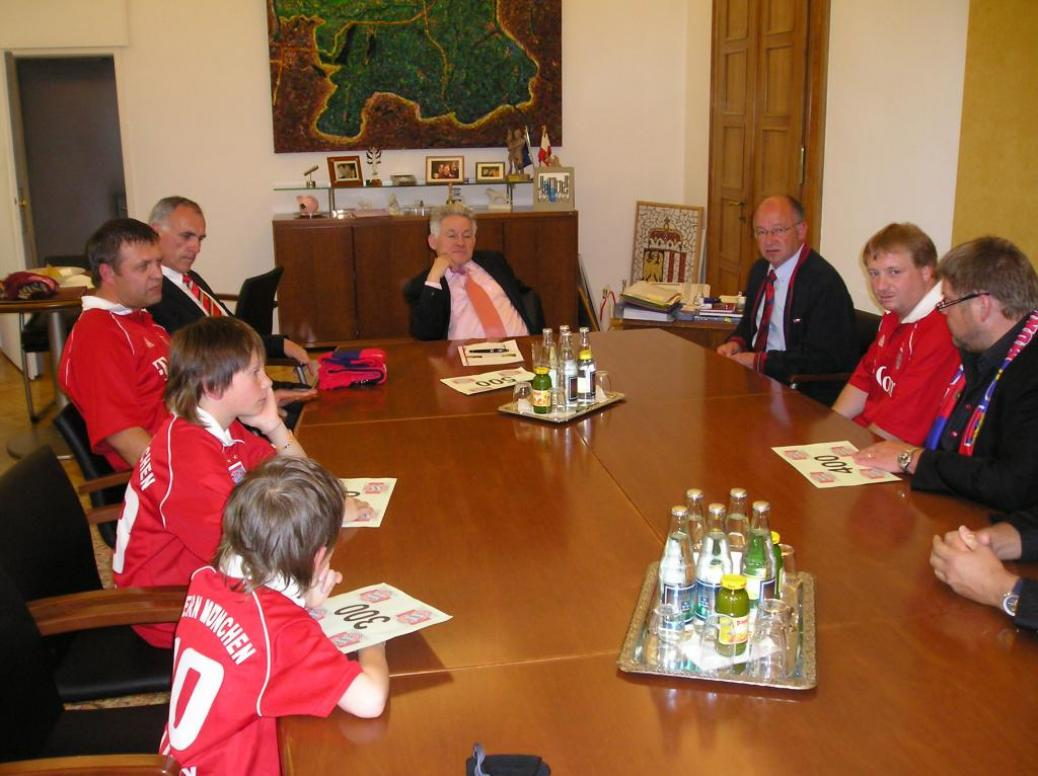 Ehrung unseres Landeshauptmannes Dr. Josef Pühringer als 500. Mitglied unseres Fanclubs