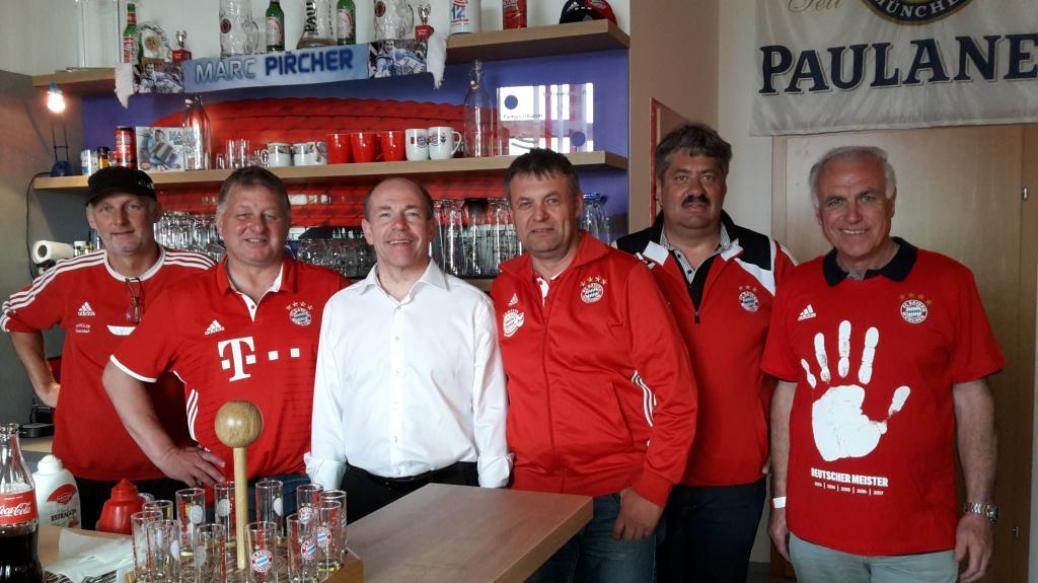 Landesrat Hiegelsberger wurde Fanclubmitglied