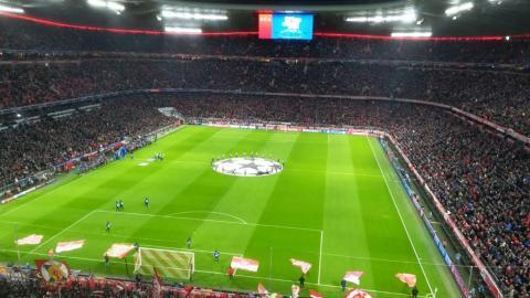 FC BAYERN  vs  FC Liverpool